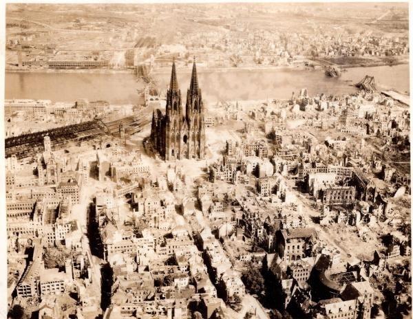 Занимает третье место в списке самых высоких церквей мира.., изображение №2