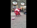 Хельсинки - танец смешных Дед Морозов