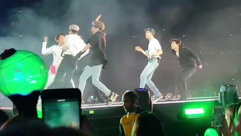 Суматошный ''Анпанман''/ 190601 BTS World Tour 'LOVE YOURSELF: SPEAK YOURSELF' at Wembley Stadium, London