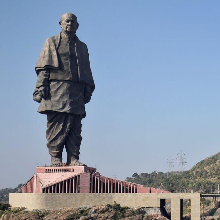 Самая высокая статуя в мире была построена в Гуджарате, Индия.