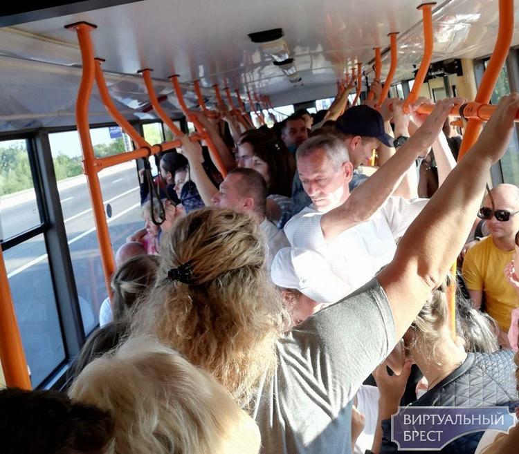 Общественный транспорт в Бресте не справляется с потоком туристов и жителей города