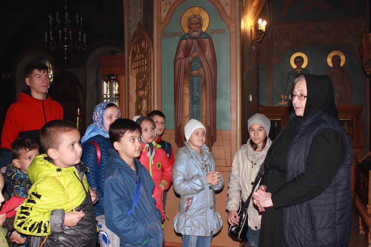 Воспитанники воскресной школы из Некрасовки посетили храм в Косине