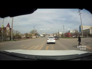 Man tries to avoid oncoming car, fails