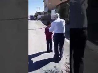 بعد سبع سنوات اعتقال يلتقي بوالده