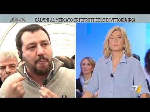 Salvini prende il microfono e s'improvvisa 'inviato speciale': mungere una vacca è un diritto