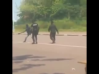 This is how police take down a machete wielding maniac without killing him