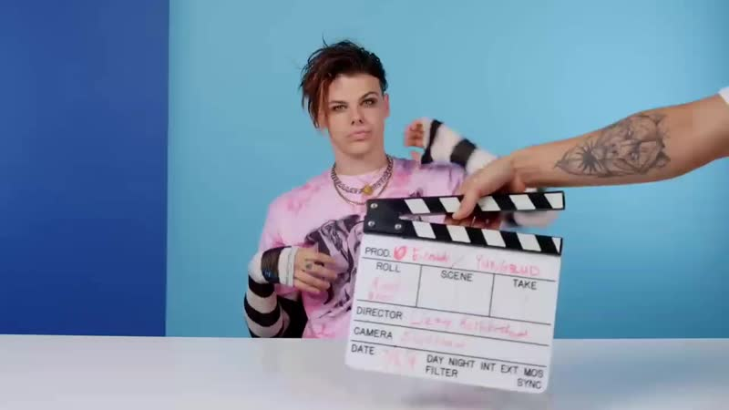 10 Things YUNGBLUD Can't Live Without русские субтитры