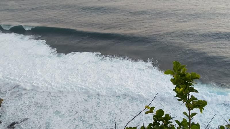 Вид с утёса Улувату на океан Бали