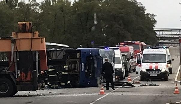 Когда топливо дорожает на 1 копейку, бог дает знак жадным ублюдкам На территории Мозырского НПЗ после ДТП перевернулся автобус: 1 человек погиб, 11 пострадали.Один человек погиб, еще 11 получили