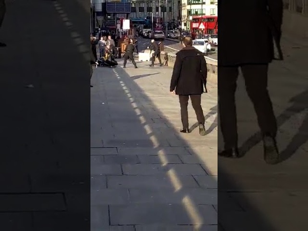 Terrorangriff in London Angreifer verletzt mehrere Menschen mit Messer bevor er erschossen wurde