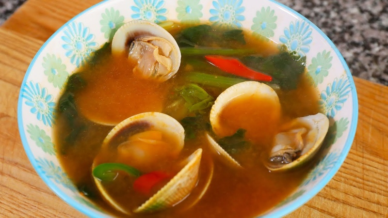 Soybean paste soup with Spinach and Clams Sigeumchi jogae doenjangguk 시금치조개 된장국