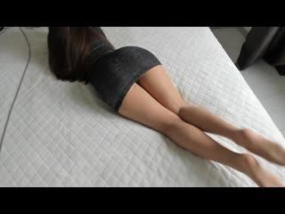Сексуальная попка и ножки школьницы в колготках (stocking pantyhose foot legs колготки чулки жопа ножки)