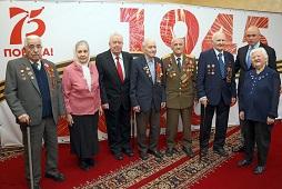 Игорь Артамонов вручил ветеранам Великой Отечественной войны юбилейные медали