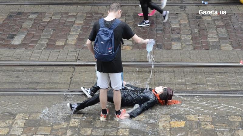 У Львові на Поливаний понеділок влаштували водяні бої