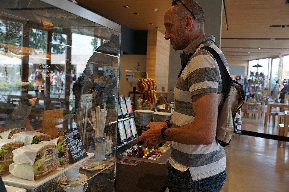 Закрытие 132 предприятий розничной торговли произошло в Некрасовке за прошедший год