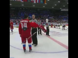 Barrett Hayton didnt remove his helmet for the Russian anthem and Russias players were not