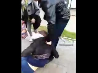 Долбоеб решил разыграть пассажиров и бросил пакет в автобус c криком Аллаху Акбар