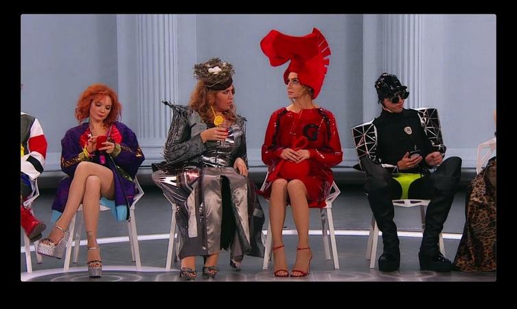 Посмотрите это видео на Rutube Comedy Woman Шизоидно модный показ