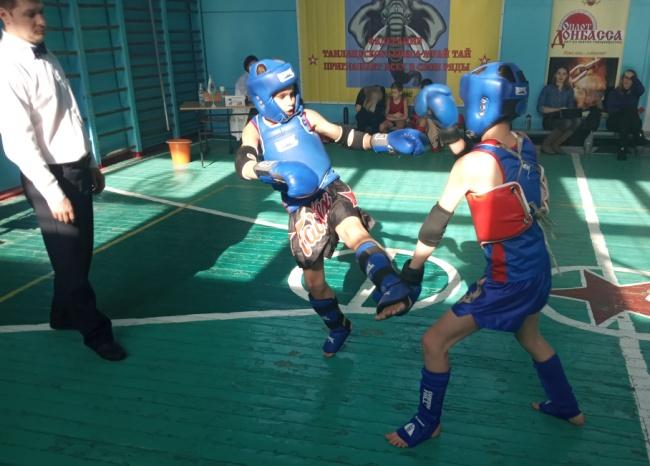 В Донецке прошли соревнования по таиландскому боксу среди детей и юношей