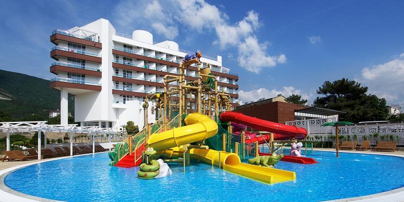 Отельная жемчужина Геленджика — Alean Family Resort & SPA Biarritz 4*, изображение №2