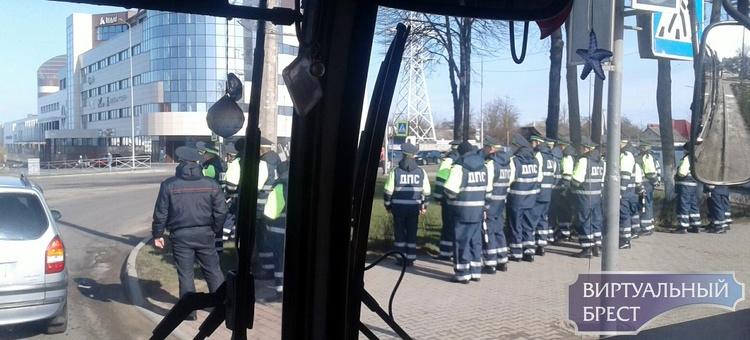 В Барановичах массовое скопление сотрудников ГАИ на перекрёстке вызвало ажиотаж