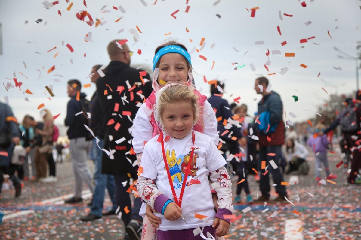 Около 2 тысяч участников преодолели дистанцию в 500 метров на забеге #ДетиДетям