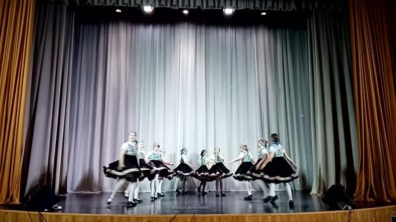 народный танцевальный коллектив Северное сияние подгр Девчата русский народный танец Калинка