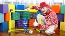 Pijamaskeliler. Kedi Çocuk palyaço ile evde futbol oynuyor. Yeni oyuncak açılımı