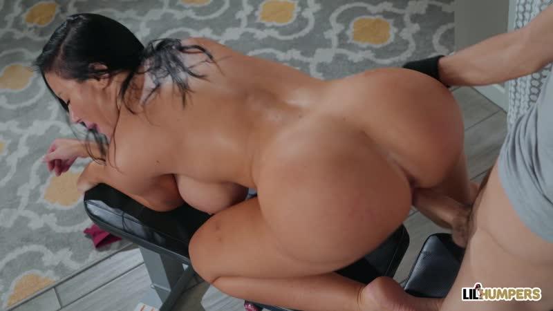 Грудастая Sybil Stallone согласилась на порно массаж