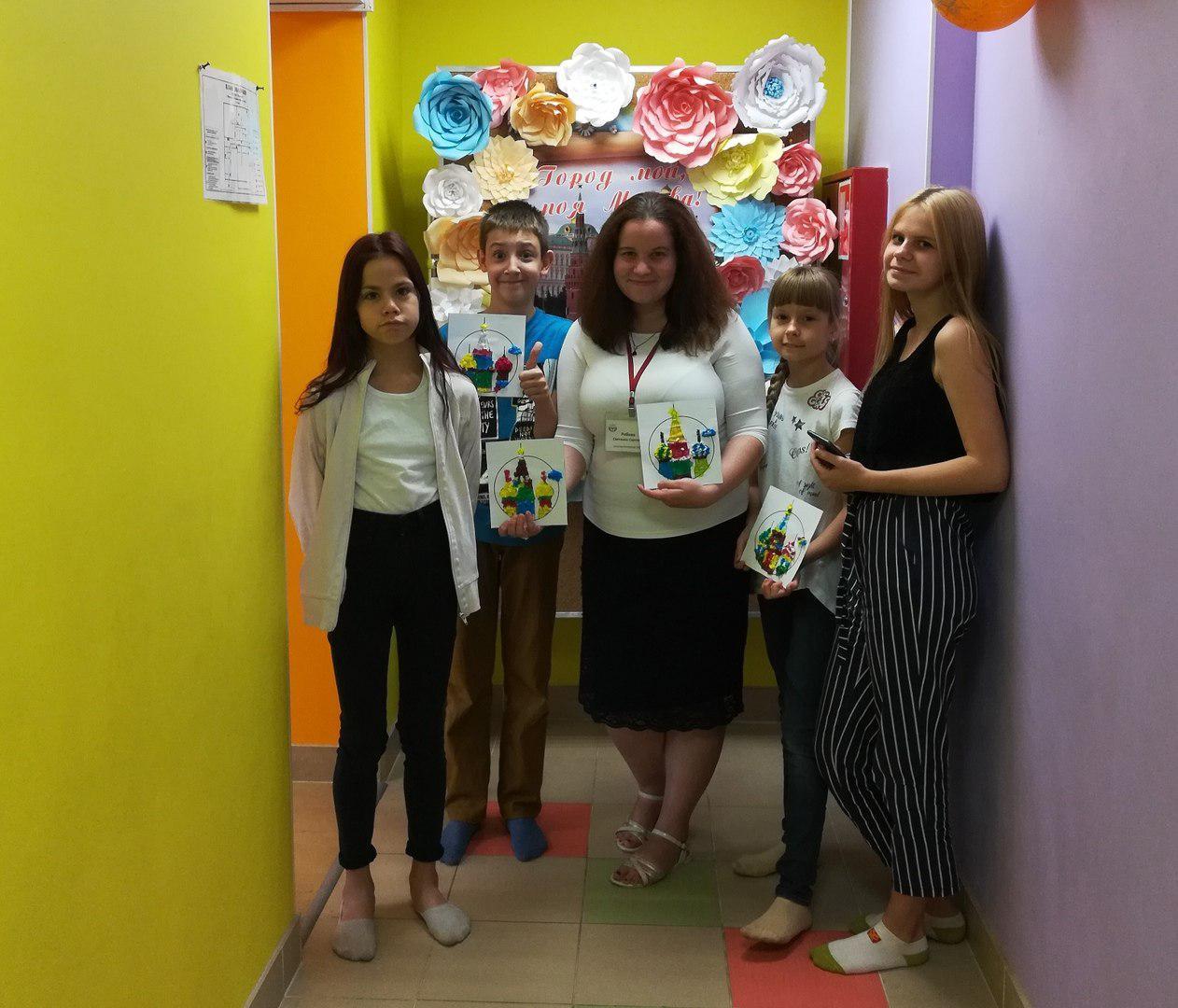 Воспитанники отделения дневного пребывания детей и подростков филиала «Выхино» изготовили миниатюры Собора Василия Блаженного