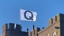 Q flagge auf Camelot