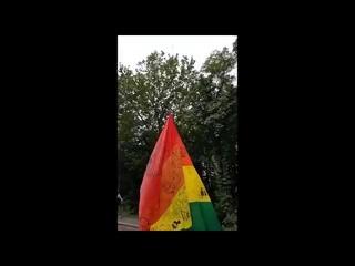 В Киеве на «Родину-мать» повесили флаг ЛГБТ в честь Pride Month.   Ух, у пропагандонов праздник буде