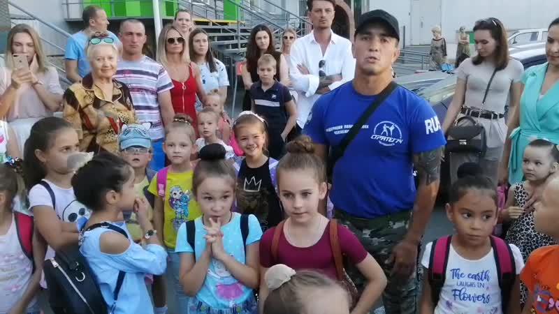 Гимнасток не пускают Парковщики, по приказу депутата Овчинникова Сергея