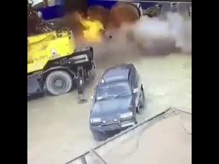 Мощный взрыв цистерны при сварочных работах произошел в районе Северного порта К
