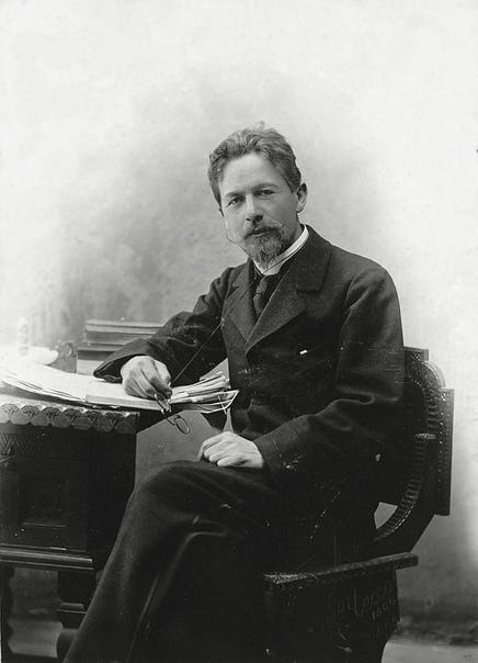 Антон Павлович Чехов в 1892 году фактически работал врачом-инфекционистом, когда боролся с холерой в районе Серпухова: