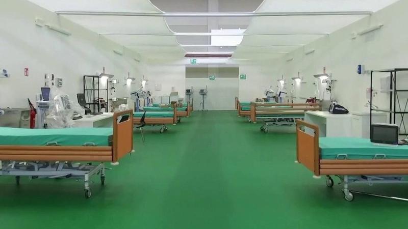 Витальянском Бергамо российские военные медики начали принимать пациентов вполевом госпитале. Новости. Первый канал