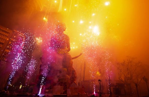 Ежегодно с 15 по 19 марта в испанской Валенсии проводят фестиваль Фальяс