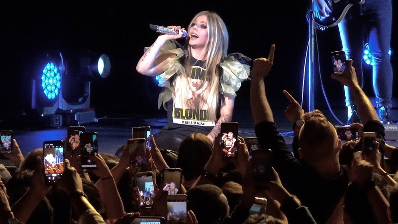 Avril Lavigne What The Hell live Fox Theater Oakland CA Sept 17 2019 4K UHD