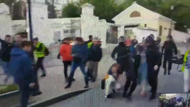 Говнарь ударил девушку 19tiran45