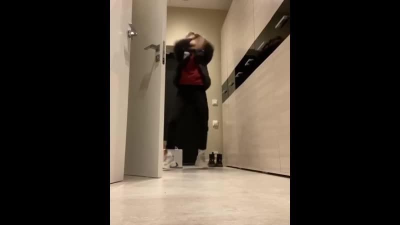 максим танцует под фэнси