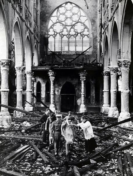 Венчание в разбомбленной лондонской церкви (1940 год)