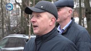 На пересечении улиц Комсомольская и Московская высадили молодые деревья