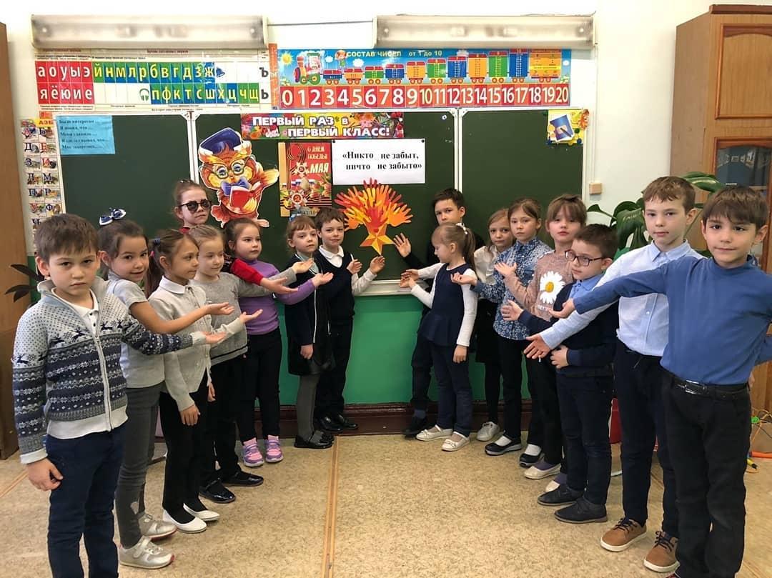 В школах Петровска продолжается проведение тематических классных часов «Вечный огонь — символ победы и памяти»