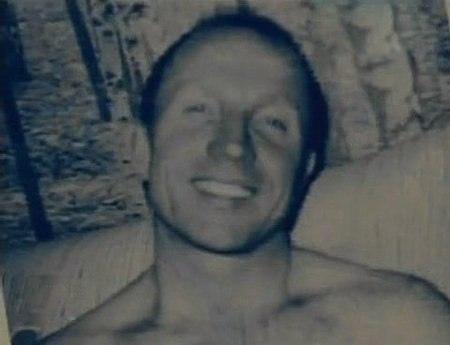 Своё первое убийство Оноприенко совершил 14 июня 1989 года В тот день они с Рогозиным на машине возвращались из Новгородской области, где торговали черешней. Сидевший за рулём Оноприенко