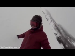 She bear ly escaped Unsuspecting snowboarder chased by bear