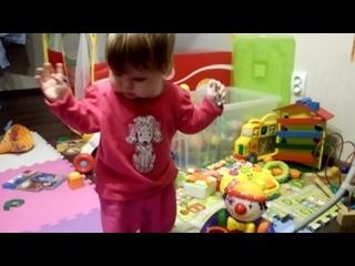 Любимая девчушка научилась танцевать!