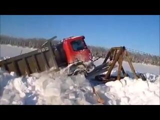 К 700 вытаскивают провалившийся Scania