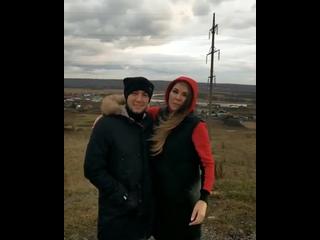 Звезды татарской эстрады шокировали поклонников, посмеявшись над трупом животного на дороге.mp4