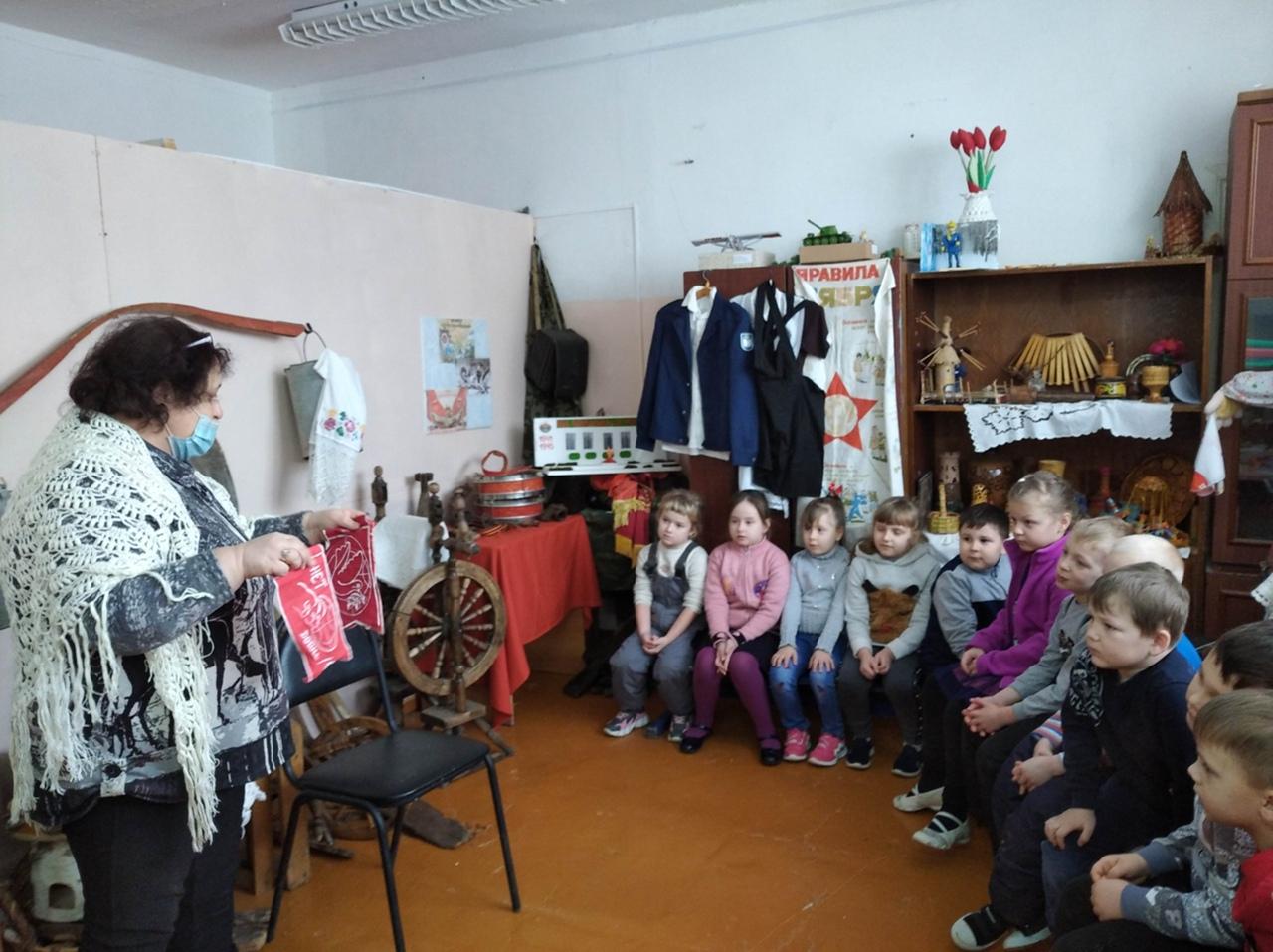 Петровские школьники и дошколята участвуют в памятных мероприятиях «Дети Ленинграда и дети Холокоста» и «Блокадный хлеб»