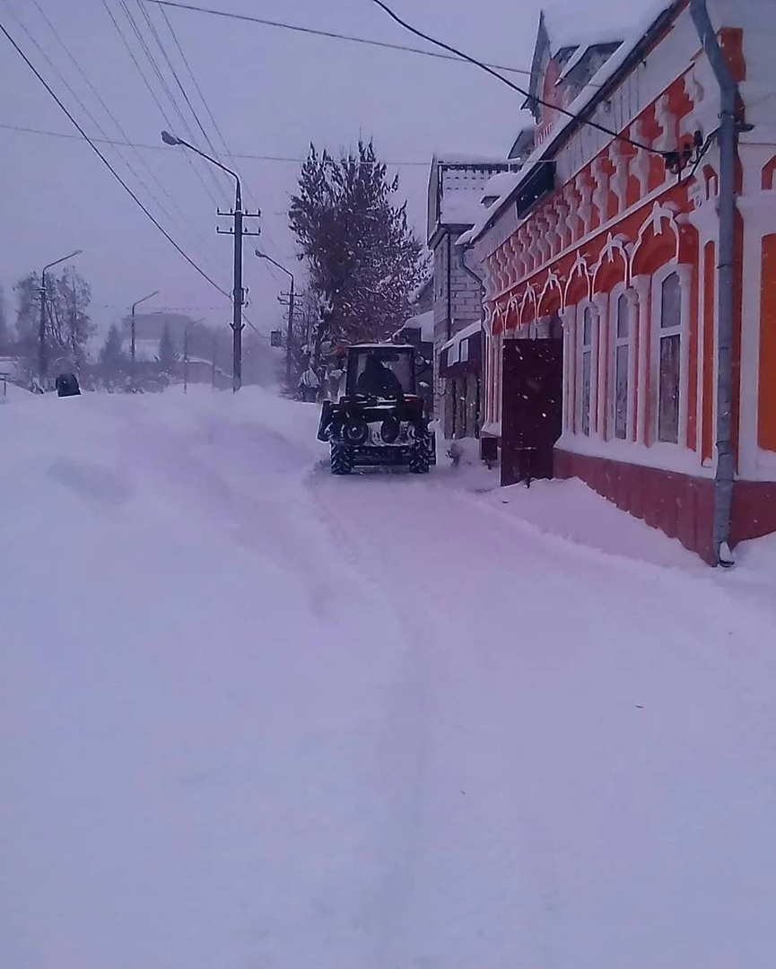 Из-за большого количества снега, выпавшего вчера, есть опасность схода снежных масс с крыш зданий